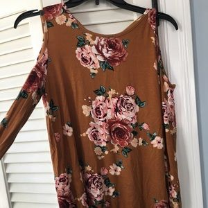 Boutique cold shoulder rust floral top size small